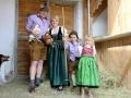 """Das Steirerhof-Team beim Vorbereiten des Projektes """"Schule am Bauernhof"""""""