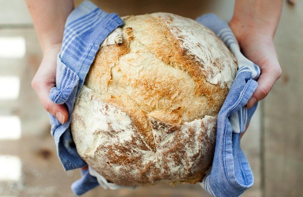 Am Wochenende wird gebacken - Brot, Stangen, Zöpfe, Torten. Foto: Steirerhof Mieming